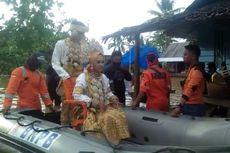 Banjir Landa Palopo Sulsel, Pasangan Pengantin Dievakuasi dengan Perahu Karet