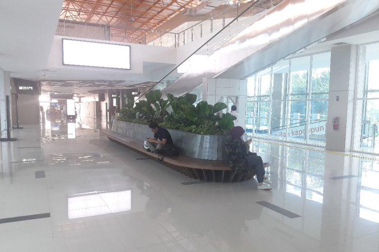 Stasiun Sudirman Baru terlihat lengang sehari setelah pengoperasian kembali KA Bandara pada Jumat (9/2/2018)