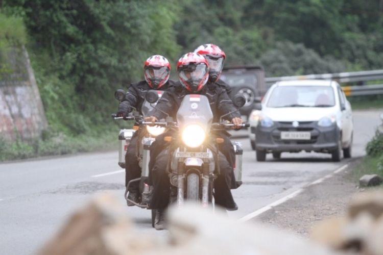 Darius Sinathrya dan Donna Agnesia Naik Motor di India