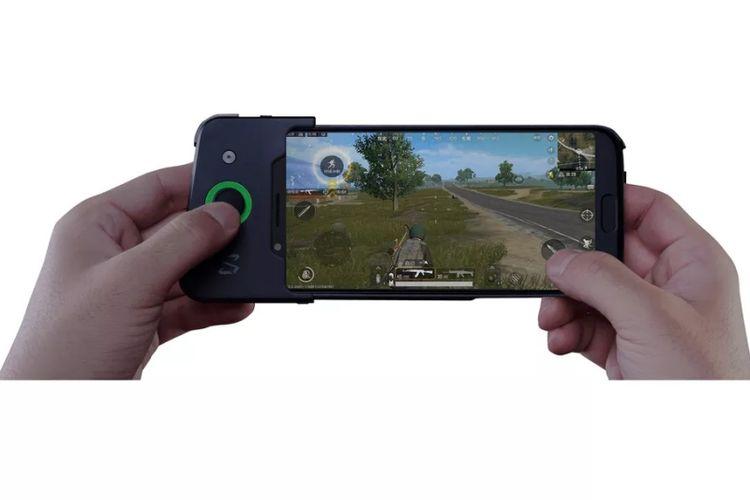 Xiaomi Black Shark dengan gamepad.