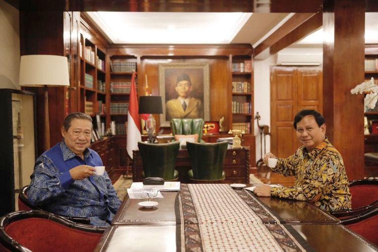 Ketua Umum Partai Demokrat Susilo Bambang Yudhoyono bertemu Ketua Umum Partai Gerindra Prabowo Subianto, Senin (30/7/2018), di kediaman Prabowo di Jalan Kertanegara, Kebayoran Baru, Jakarta Selatan.