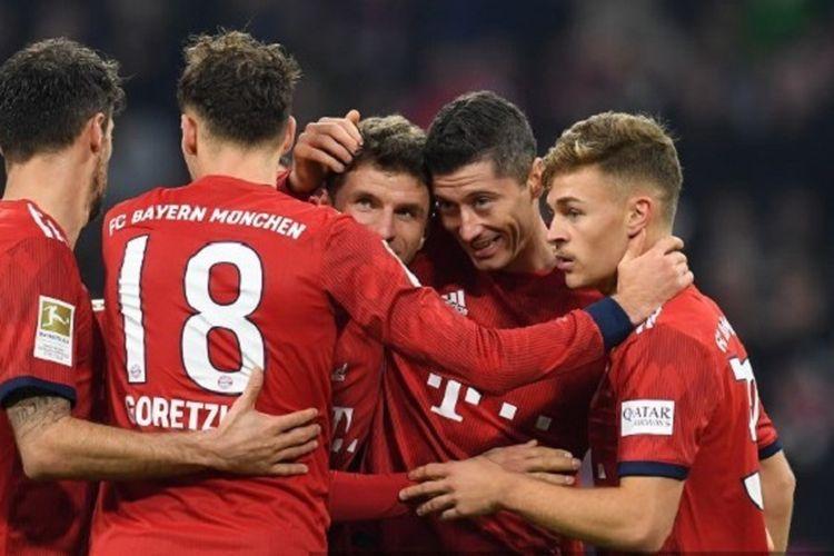 Javi Martinez, Leon Goretzka, Thomas Mueller, Robert Lewandowski, dan Joshua Kimmich merayakan gol timnya pada pertandingan Bayern Munich vs Fortuna Duesseldorf, 24 November 2018.