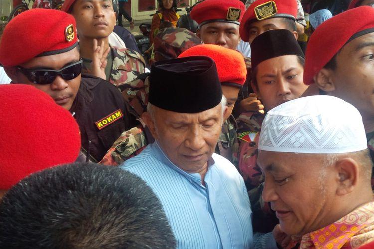 Tokoh Muhammadiyah Amien Rais seusai menghadiri tabligh akbar Persaudaraan Alumni (PA) 212 Soloraya di Kota Solo, Jawa Tengah, Minggu (13/1/2019).