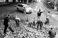 Jokowi Awasi Langsung Perbaikan Jalan Rusak
