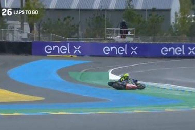 Valentino Rossi mengalami crash pada awal balapan MotoGP Perancis 2020, tepatnya di Tikungan 3 lap pertama.