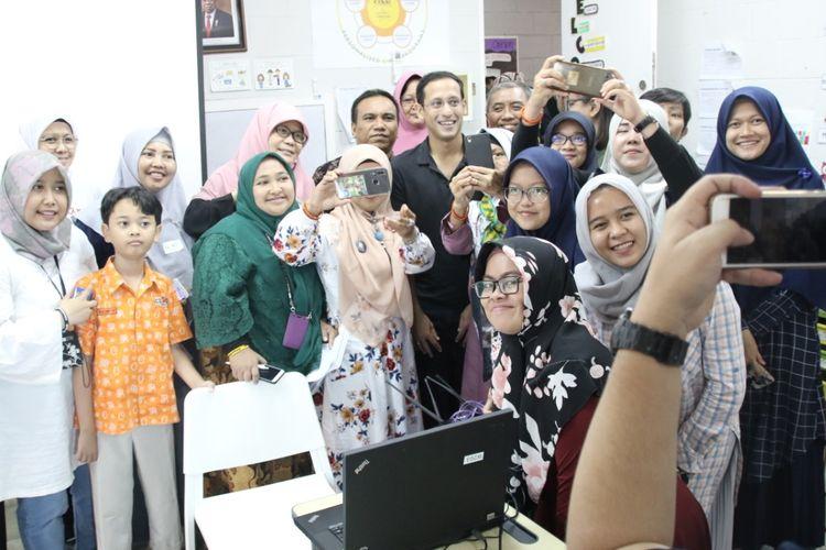 Antusiasme peserta dalam sesi kelas paralel ketika Menteri Pendidikan dan Kebudayaan RI, Nadiem Makarim, berkunjung dan berdiskusi pada hari kedua TPN 2019 (26/10/2019) di Sekolah Cikal Cilandak, Jakarta Selatan.