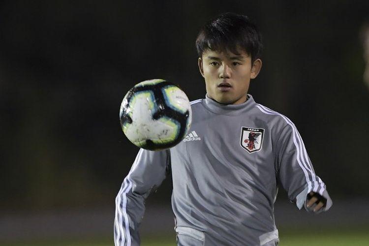 Takefusa Kubo berlatih bersama Timnas Jepang jelang laga versus Uruguay pada Copa America 2019 di Porto Alegre, 19 Juni 2019.