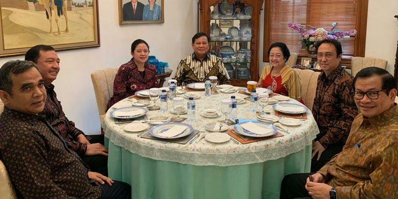 Megawati dan Prabowo bertemu didampingi Sekjen PDI-P Hasto Kristiyanto, Sekjen Gerindra Ahmad Muzani, Kepala BIN Budi Gunawan, Puan Maharani, dan Seskab Pramono Anung
