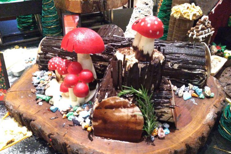 Yule Log atau buche de noel merupakan kue dari Perancis, yang menyimbolkan kehangatan di saat Natal.