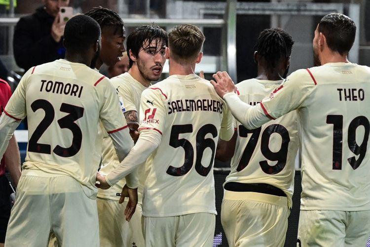 AC Milan berhasil meraih tripoin saat melawan Atalanta pada pekan ketujuh Serie A 2021-2022. Pertandingan Atalanta vs AC Milan berlangsung di Stadion Atleti Azzurri d'Italia pada Senin (4/10/2021) dini hari WIB.