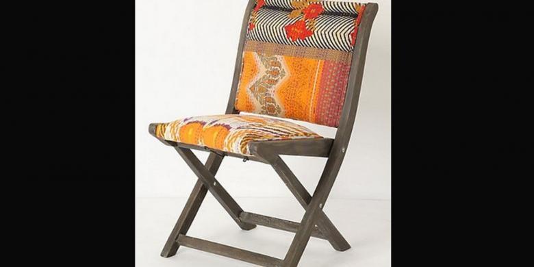 Kursi lipat berbahan kayu tidak hanya memiliki satu jenis. Ada berbagaii macam bentuk dan ukuran tersedia di berbagai toko furnitur.