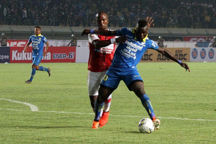 Penyerang Persib Bandung, Ezechiel NDouassel.