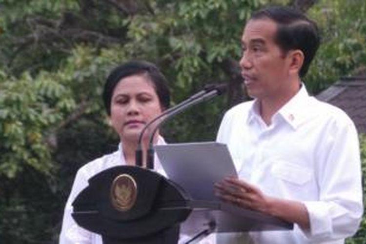 Presiden Joko Widodo dan Wakil Presiden Jusuf Kalla resmi mengumumkan susunan kabinetnya yang dinamakan Kabinet Kerja, Minggu (26/10/2014), di Istana Negara, Jakarta.