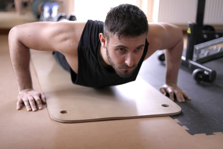 Penting untuk mengetahui cara push up yang benar agar kita bisa mendapatkan manfaat push up secara maksimal.