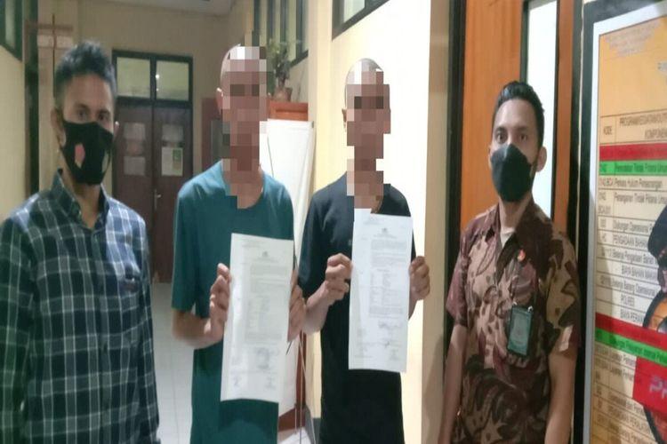 Polisi tetapkan dua dari tiga pelaku perusakan dan pengancaman tenaga medis di Rumah Sakit Umum Daerah (RSUD) Bima sebagai tersangka dan kini telah ditahan.