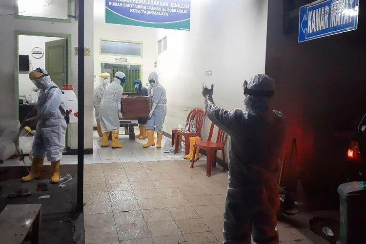 Satu lagi warga asal Kota Tasikmalaya berstatus PDP meninggal dunia saat menjalani proses karantina di RSUD Soekardjo Kota Tasikmalaya, Rabu (15/4/2020) dini hari tadi.