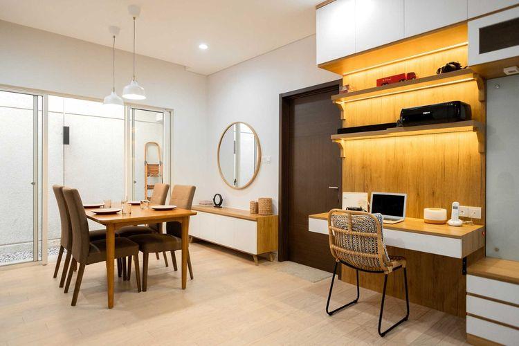 Desain interior menggunakan lantai kayu, karya Fiano Modern Interior