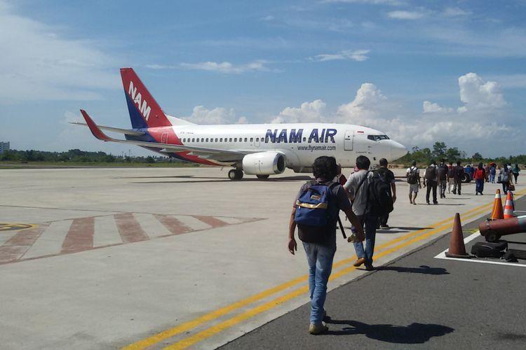 Pesawat Nam Air milik grup Sriwijaya Air di Bandara Depati Amir, Pangkal Pinang.