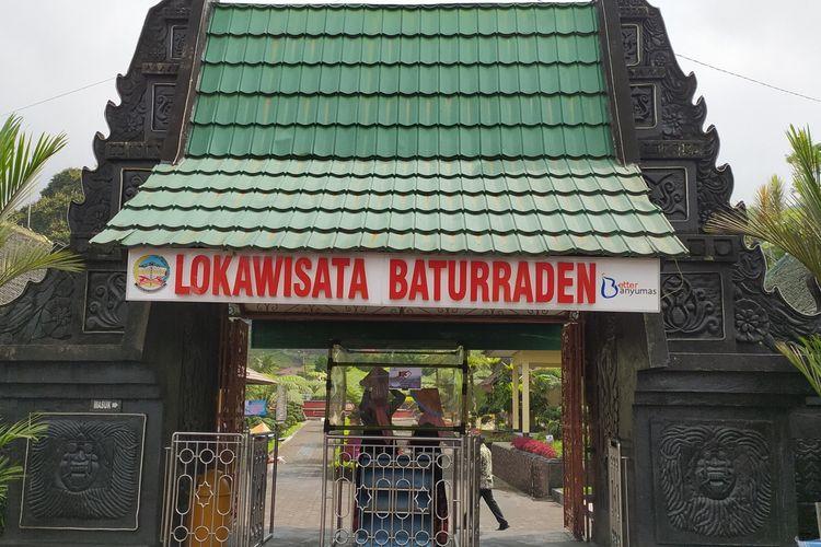 Pintu masuk Lokawisata Baturraden, Kabupaten Banyumas, Jawa Tengah.