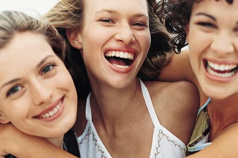 Tips Menyamarkan Garis Halus Senyuman