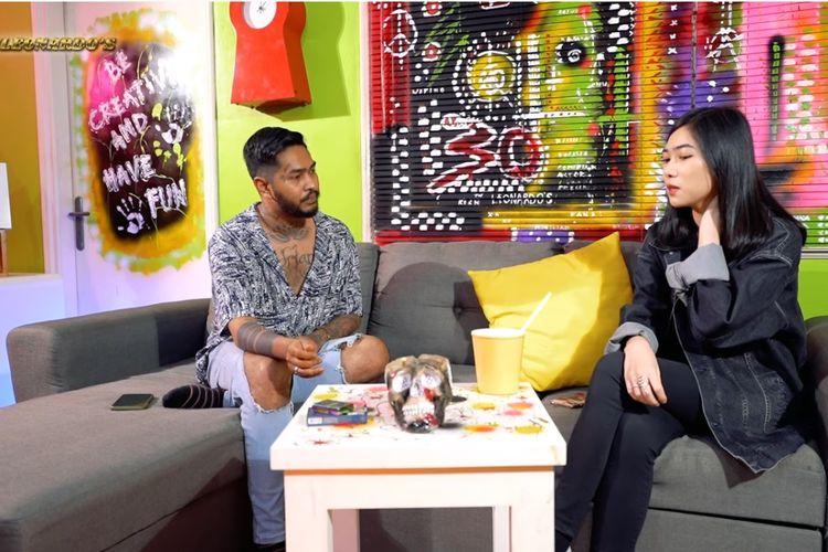 Penyanyi Isyana Sarasvati berbincang dengan Onadio Leonardo di kanal YouTube The Leonardos.