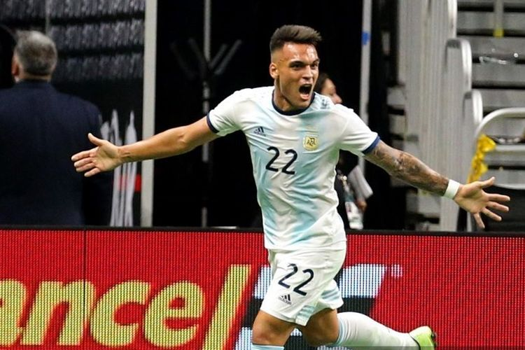Pemain Timnas Argentina Lautaro Martinez berselebrasi seusai mencetak gol ke gawang Meksiko pada laga persabahatan yang digelar di Alamodome, San Antonio, Texas, 11 September 2019.