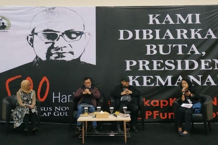 Direktur Eksekutif Amnesty Internasional Indonesia, Usman Hamid dan Penyidik Senior KPK Novel Baswedan (tengah) bersama istri aktivis HAM Munir, Suciwati di gedung KPK, Jakarta, Kamis (1/11/2018)