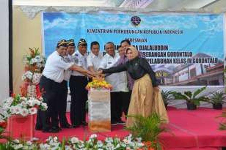 Menteri Perhubungan Ignasius Jonan dan sejumlah pejabat meresmikan terminal baru bandar udara Jalaludin Gorontalo seluas 12.000 meter persegi.