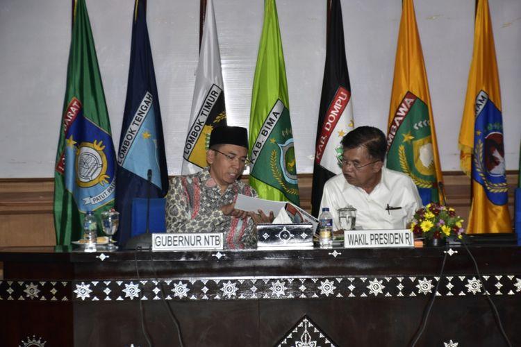 Gubernur NTB, TGB M Zainul Majdi dan Wakil Presiden RI, Jusuf Kalla saat rapat terbatas, Selasa (21/8/2018).