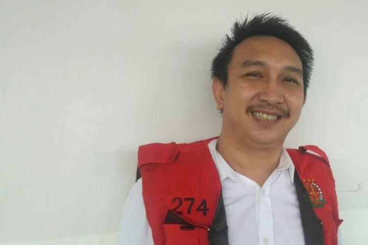 Artis peran dan pembawa acara Augie Fantinus ditemui di Pengadilan Negeri Jakarta Pusat, kawasan Gunung Sahari, Kemayoran, Kamis (14/2/2019).