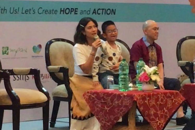 Dian Sastro mengajak anaknya Shailendra Naryama Sastraguna Sutowo naik ke atas panggung dalam acara Special Kids Expo (SPEKIX) 2019 di Jakarta Convention Centre (JCC), Jakarta Pusat, Sabtu (24/8/2019).