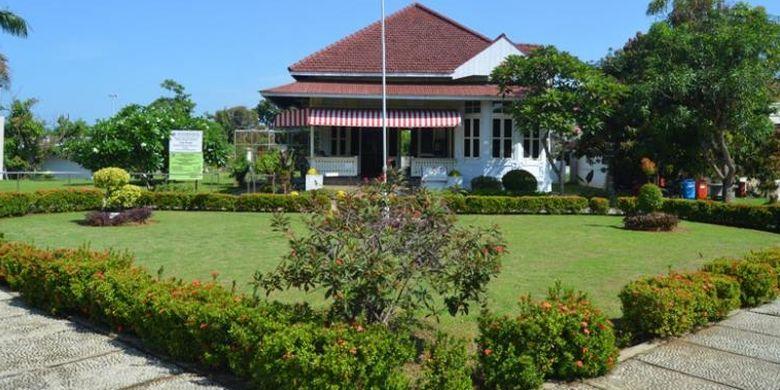 Rumah Bung Karno saat diasingkan di Bengkulu dilihat dari depan.
