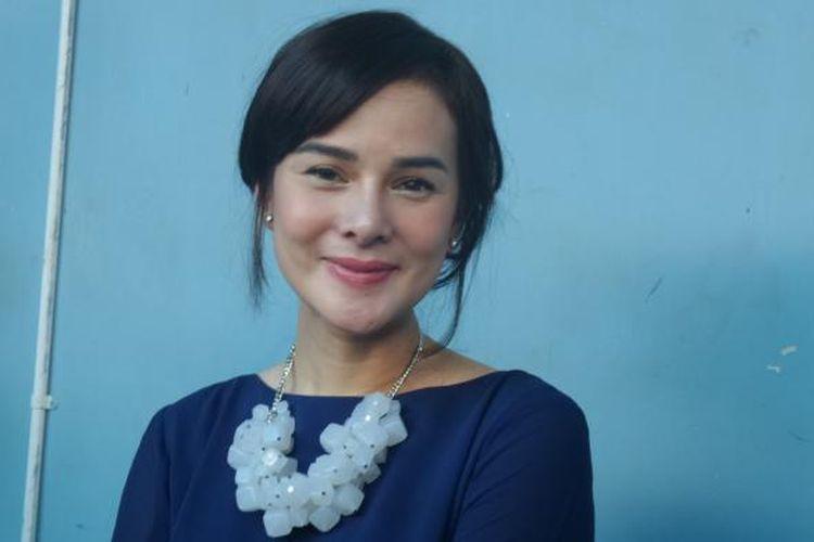 Astrid Tiar diabadikan di Gedung Trans, kawasan Tendean, Jakarta Selatan, pada Rabu (12/10/2016).