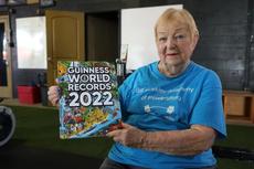 Nenek Berusia 100 Tahun Ini Jadi Lifter Tertua di Dunia