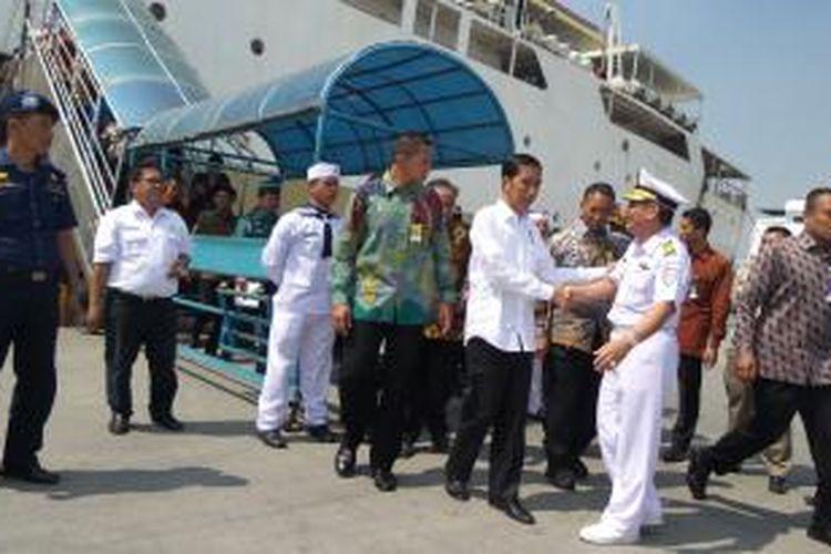 Presiden Joko Widodo di pelabuhan Tanjung Priok, Jakarta Utara, Rabu (17/6/2015).