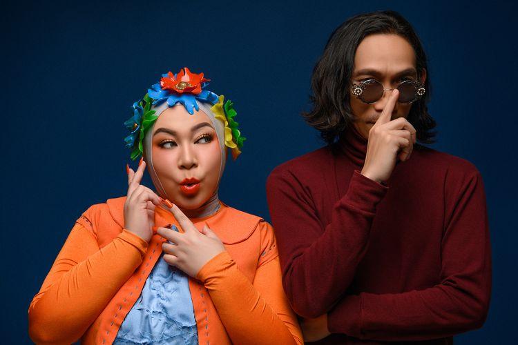 Pasangan musisi Melly Goeslaw dan Anto Hoed merayakan 25 tahun karier di industri musik Indonesia dengan merilis album bertajuk Argentium.