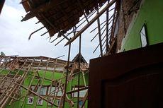 Lapuk, Atap Bangunan Kelas 1 SD di Magetan Ambruk