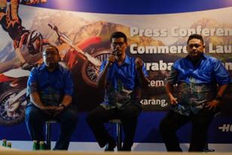 Kiri ke kanan: Senior Vice President Brand Management XL Mediko Azwar, Vice President Network Planning XL Budi Harjono dan Vice President LTE XL Axiata Pantro Pander Silitonga dalam acara Peluncuran 4G LTE untuk Surabaya dan Denpasar, Jakarta, Selasa (22/9/2015).