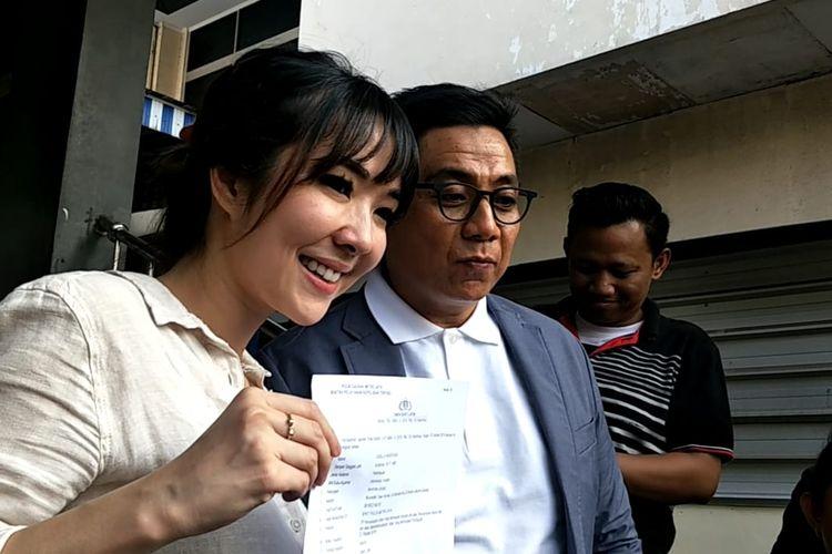 Gisella Anastasia dan kuasa hukumnya Sandy Arifin saat ditemui di Polda Metro Jaya, Senayan, Jakarta Selatan, Jumat (25/10/2019).