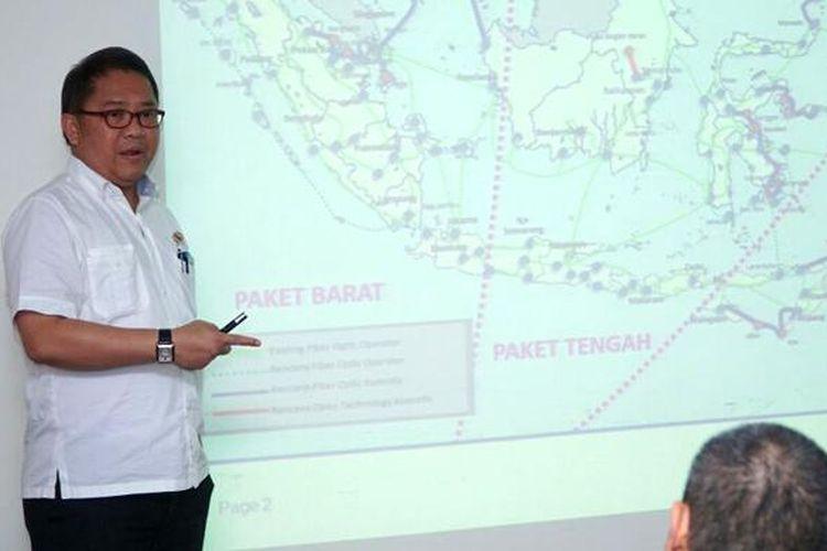 Menteri Komunikasi dan Informatika Rudiantara saat menjelaskan program Palapa Ring di kantor Kompas.com, Kamis (17/3/2016)