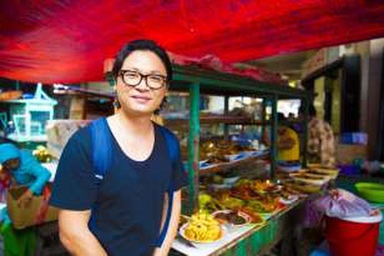 Luke Nguyen saat bertualang kuliner di Gang Gloria, Pancoran, Glodok, Jakarta Barat.