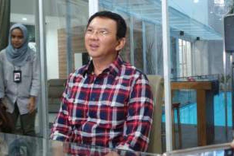 Calon gubernur DKI Jakarta Basuki Tjahaja Purnama saat berada di rumahnya, di Kompleks Pantai Mutiara, Jakarta Utara, Kamis (10/11/2016).