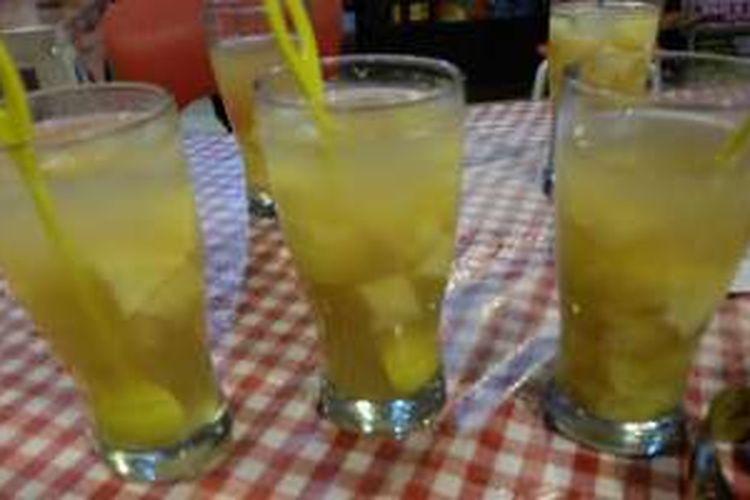 Tapai Ngambeng, minuman khas Bondowoso. Tapai pakai air gula dan air kapur dingin.