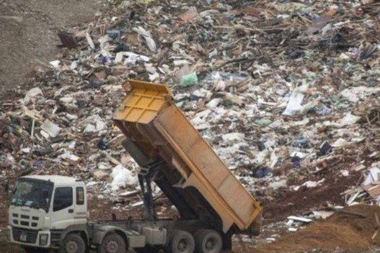 Sebuah data memperkirakan Inggris mengirim 2,7 juta ton sampah plastik ke China dan Hong Kong sejak 2012. (EPA via BBC)
