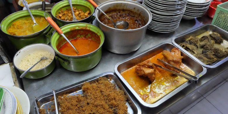 Hidangan yang dijual di Warung Lama Haji Ridwan, Pasar Besar Malang, Jawa Timur.