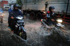 Bahaya Melibas Jalanan yang Tergenang Air dengan Kecepatan Tinggi