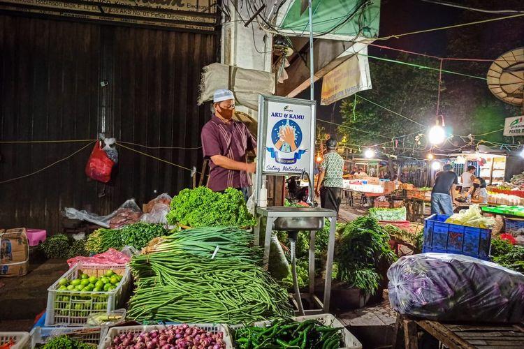 Pedagang Kaki Lima (PKL) yang berada di sekitar Jalan Raya Pasar Minggu dan Jalan Terminal Baru,Pasar Minggu,Jakarta Selatan akan segera ditata untuk masuk ke dalam lokasi yang berada di kawasan PD Pasar Jaya Pasar Minggu.