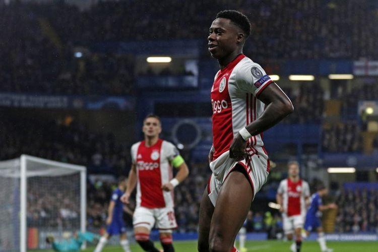 Quincy Promes merayakan golnya pada pertandingan Chelsea vs Ajax Amsterdam dalam lanjutan Liga Champions di Stadion Stamford Bridge, 5 November 2019.