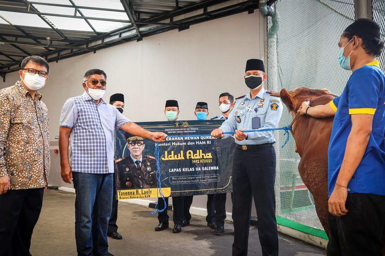 Pemotongan hewan kurban di Lapas dan Rutan Salemba, Jakarta Pusat, pada Hari Raya Idul Adha 1442 H, Selasa (20/7/2021).