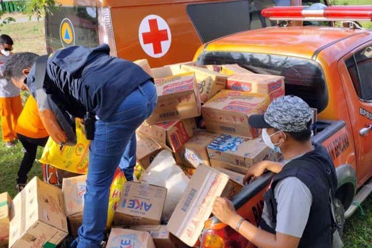 BPBD Provinsi Maluku Utara salurkan bantuan bagi warga terdampak gempa bumi magnitudo 5,2 di Kabupaten Halmahera Selatan, Sabtu (27/2/2021). Foto: BPBD Malut